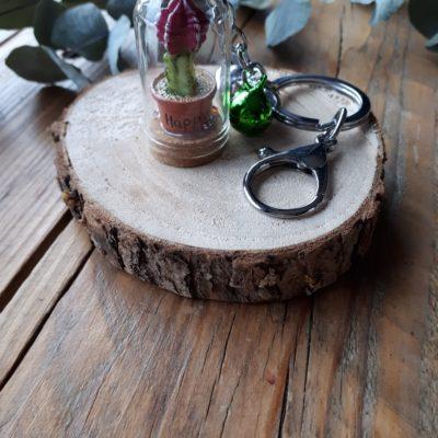 sweet boutik porte clef cloche en verre cactus happy